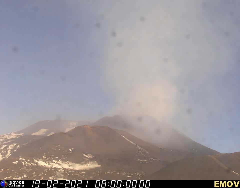 Diffuse ash is rising from Etna's SE crater (image: INGV webcam)