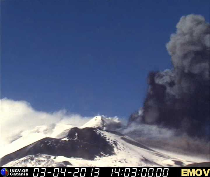 Lava fountains now 3-500 m tall from the New SE crater (INGV webcam)