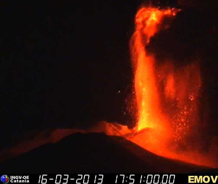 Tall lava fountain from Etna's New SE crater