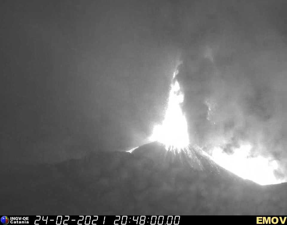 Lava fountain from Etna's New SE crater seen from the INGV webcam on Montagnola