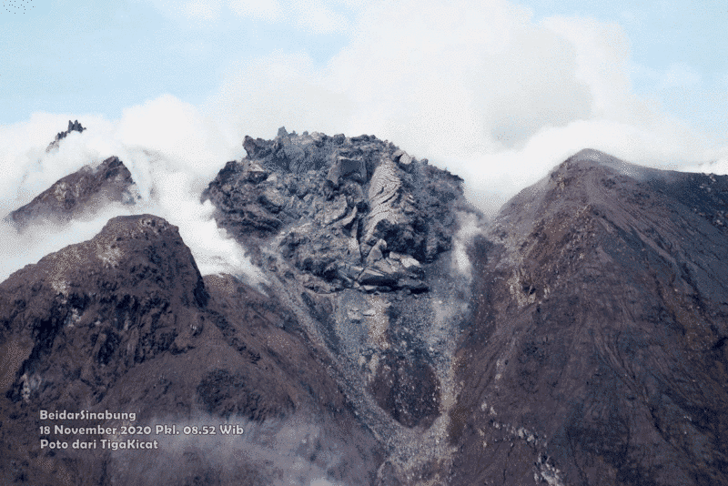 Growing lava dome in the summit crater of Sinabung volcano (image: @jaimessincioco/twitter)