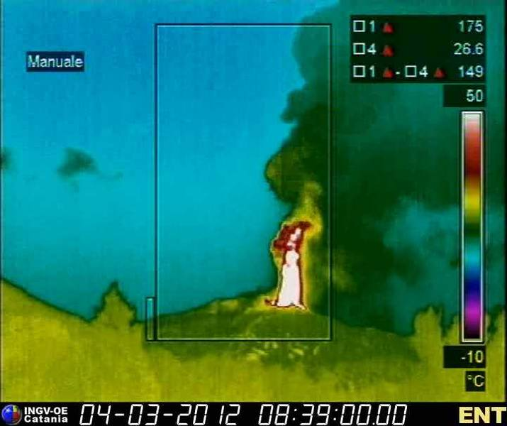 Thermal image of the eruption column from Etna's NSEC seen from Nicolosi