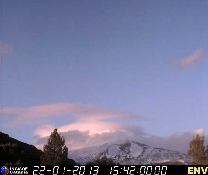 Snow-covered Etna seen in the afternoon of 22 Jan (INGV webcam)