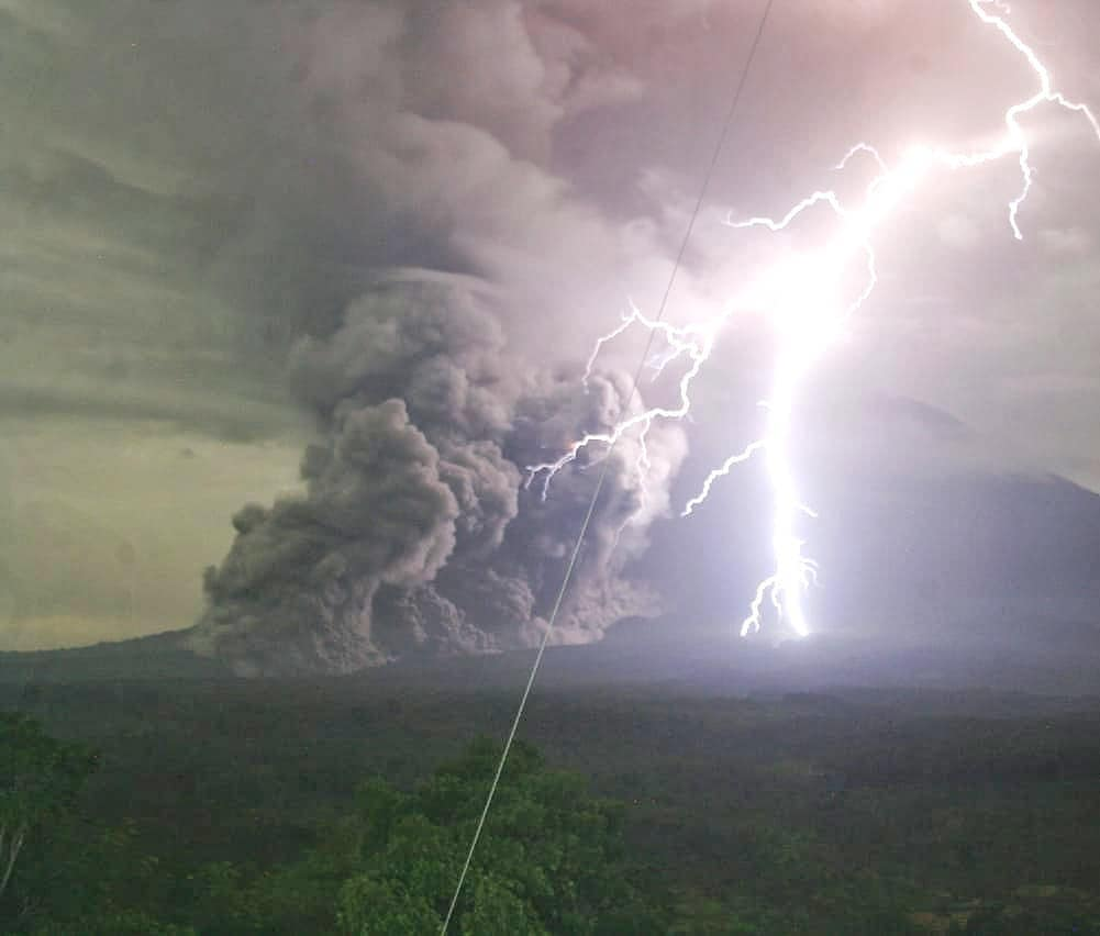 Eruption with lightning and pyroclastic flow from Semeru volcano (image: @harywp_/twitter)
