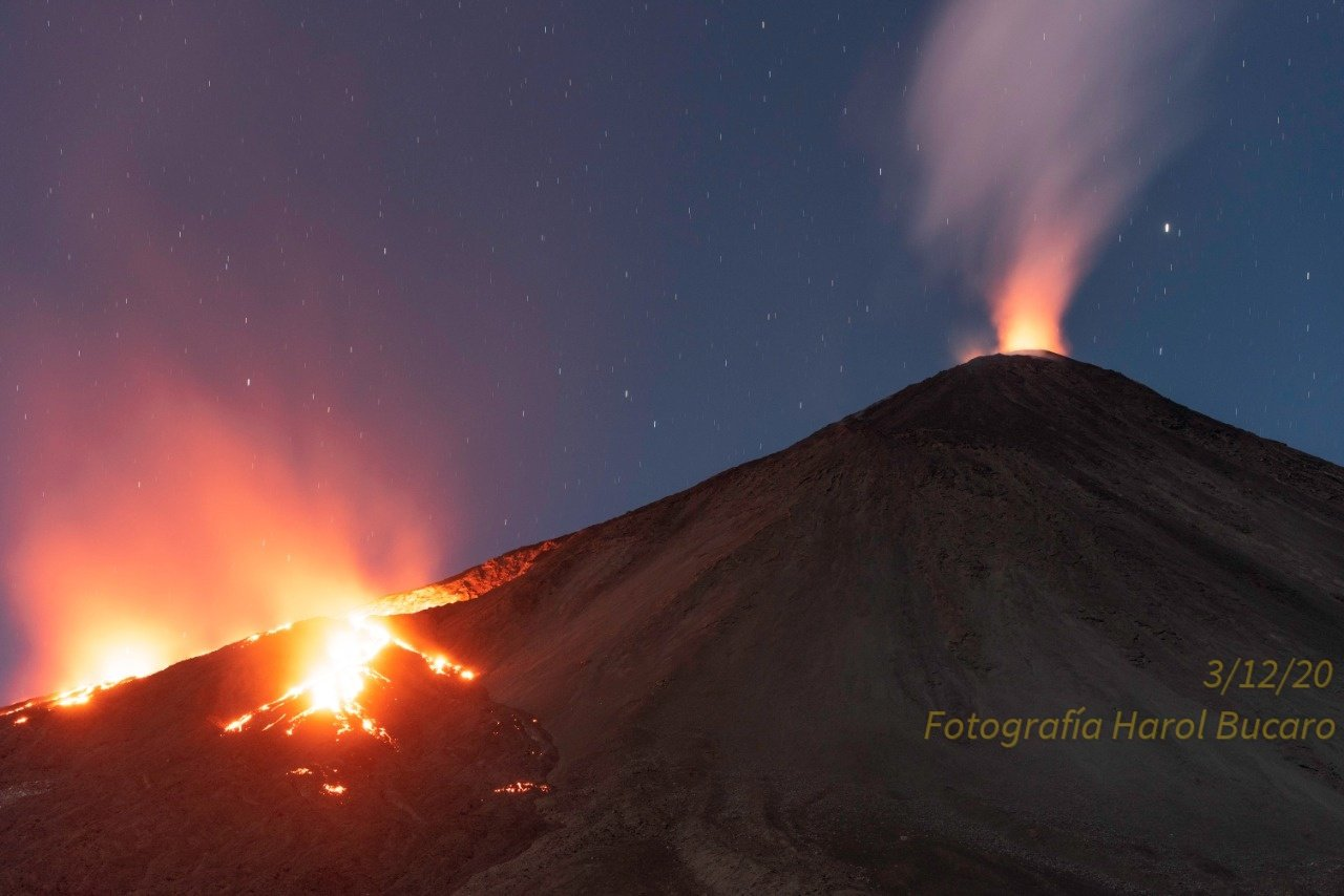 Flank-to-lateral eruption of Pacaya volcano continues (image: @William_Chigna/twitter)