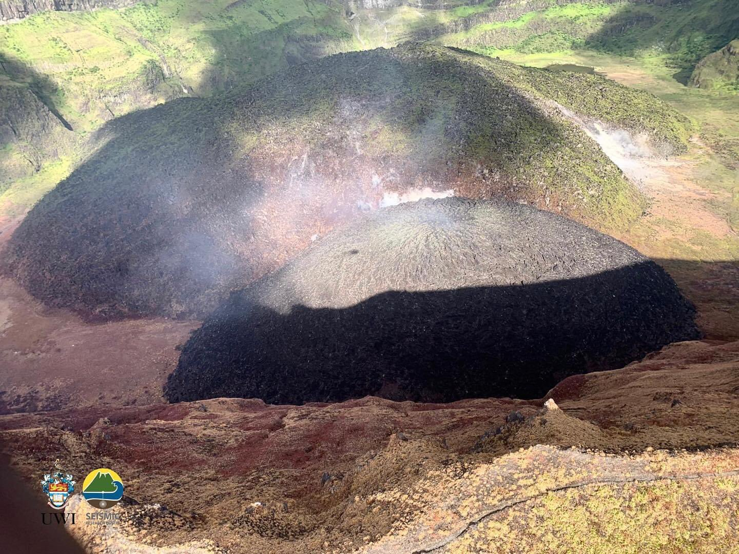 The actively growing lava dome in comparison to the 1979 lava dome (image: UWI-SRC)