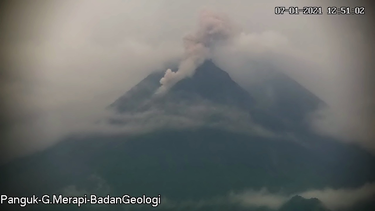 Block-and-ash flows from Merapi volcano today (image: @BPPTKG)
