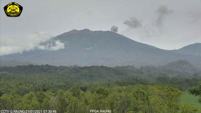 Eruption column from Raung volcano today (image: PVMBG)