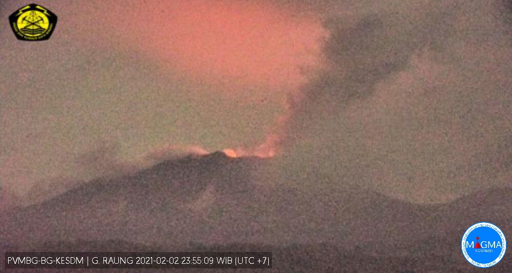 Glowing steam from the summit vent at Raung volcano accompanied with ash emissions (image: PVMBG)
