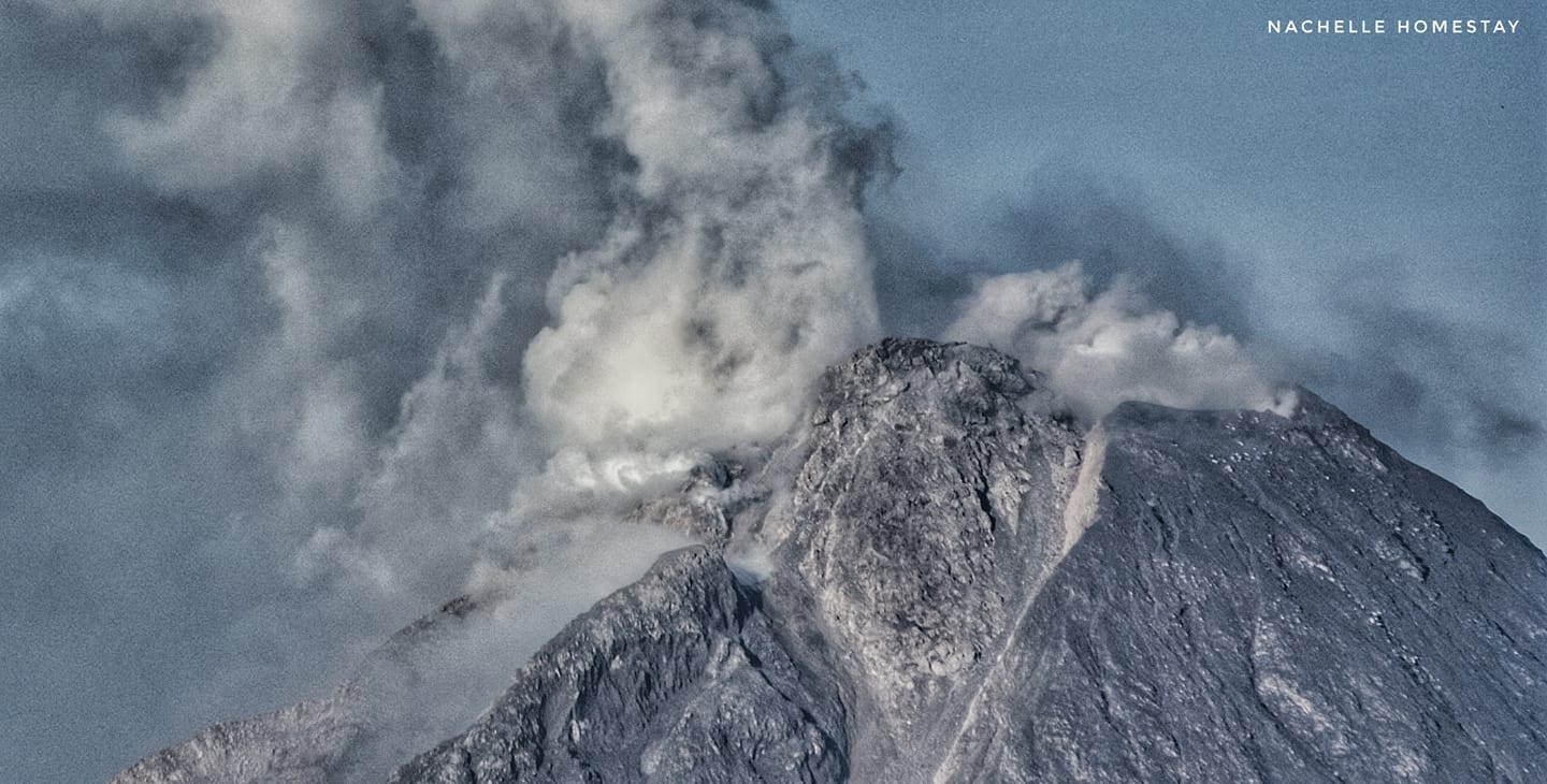 Significant actively growing lava dome in the inner summit crater of Sinabung volcano (image: @jaimessincioco/twitter)