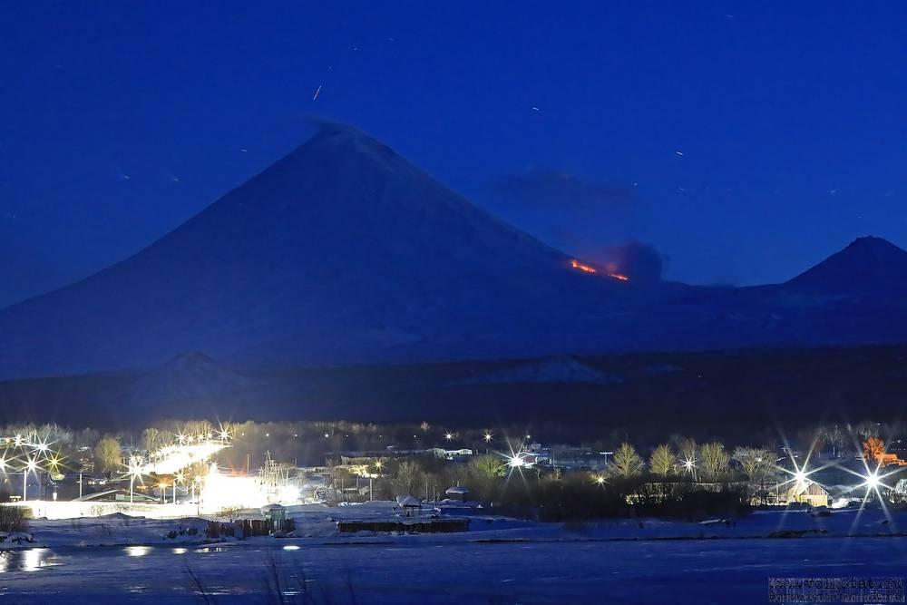 Lateral eruption on NW flank of Klyuchevskoy volcano (image: volkstat.ru)