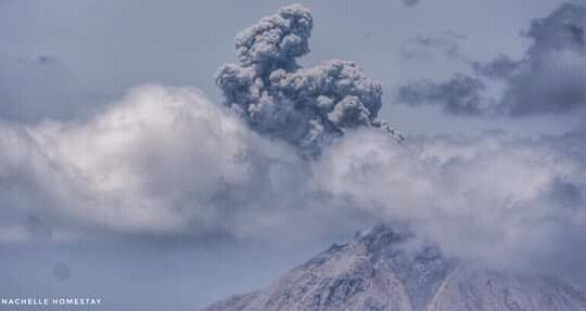 Vulcanian-type explosion from Sinabung volcano yesterday (image: Nachelle Homestay/twitter)