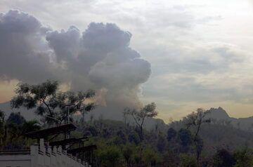 Steaming Kelut volcano this morning (photo: Aris Yanto)