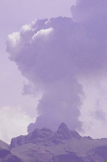 Degassing plume of Kelut yesterday (photo: Aris Yanto)