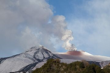 ash deposit at the North-East crater this morning (Photo: Emaunela / VolcanoDiscovery Italia)