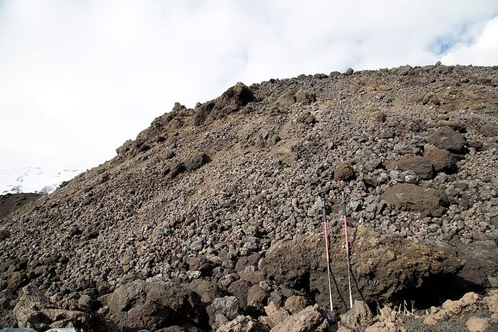 The front of the lava flow at 1660m (Photo: Emanuela / VolcanoDiscovery Italia)