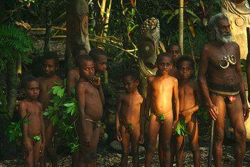 Enfants dans un village à Tanna