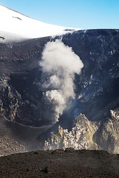 Strombolian activity from Voragine on 8 Nov 2015 (photo: Emanuela / VolcanoDiscovery Italia)