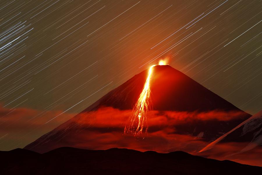 Eruption from Klyuchevskoy volcano, Kamchatka (Photo: Sergey Krasnoshchokov).