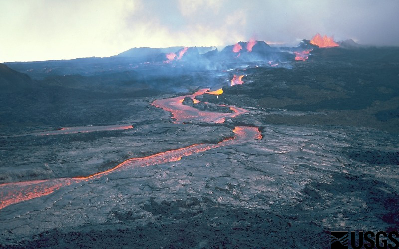 Channelized lava flow from the 1984 eruption of Mauna Loa (image: U.S. Geological Survey)