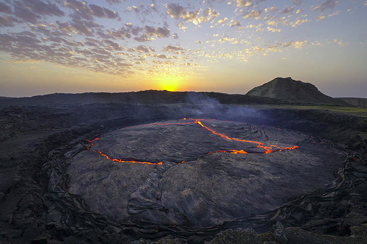 The lava lake of Erta Ale in late December 2013 (Photo copyright: Dominik Voegtli)