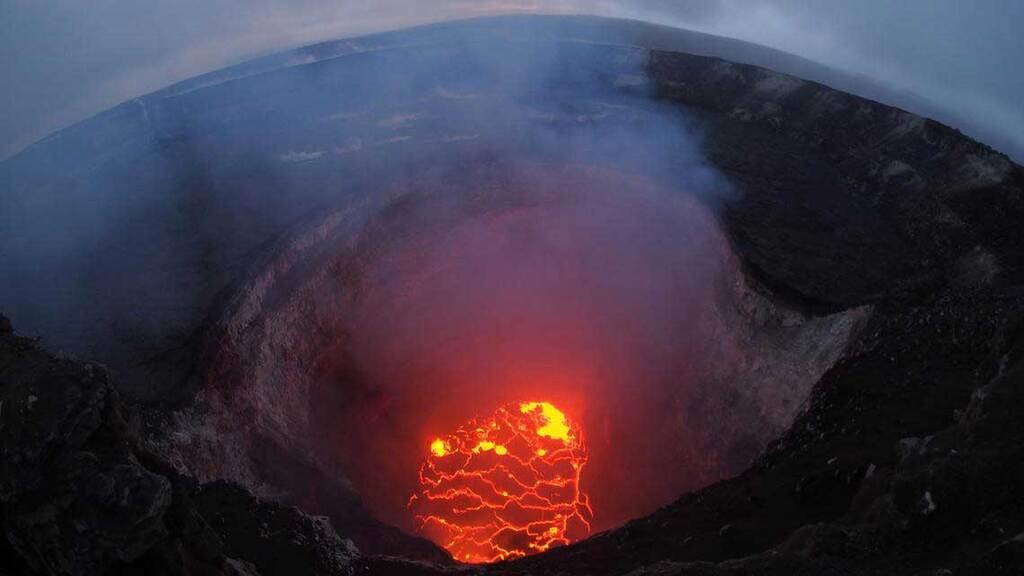 Lava lake inside of Halema'uma'u