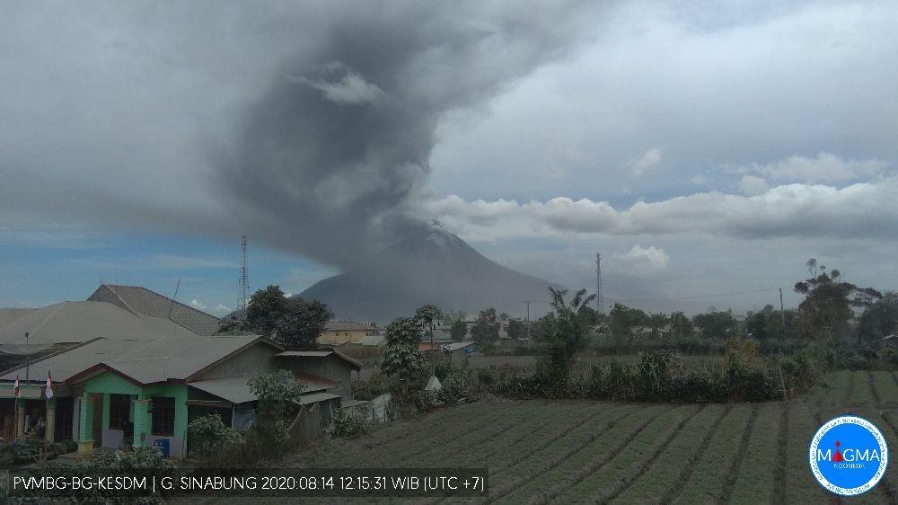 Dense dark ash plume from Sinabung volcano today (image: PVMBG)