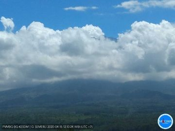 Semeru volcano covered by clouds (image: PVMBG)