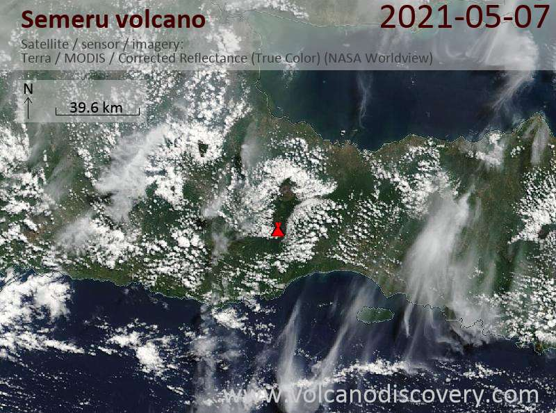 Satellitenbild des Semeru Vulkans am  8 May 2021