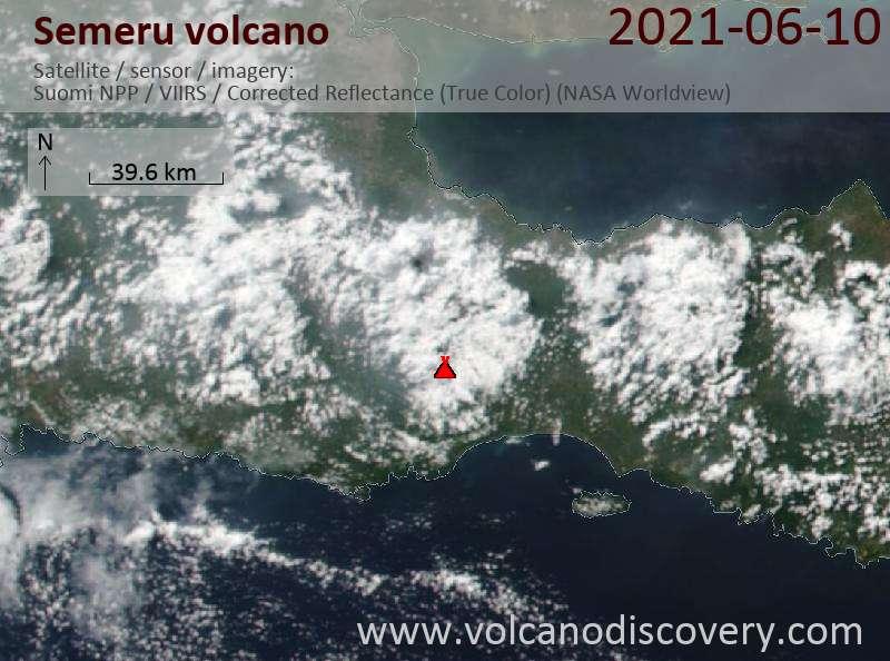 Satellitenbild des Semeru Vulkans am 10 Jun 2021