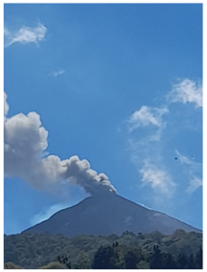 Explosive activity at Pacaya volcano generated a dense dark ash column (image: INSIVUMEH)