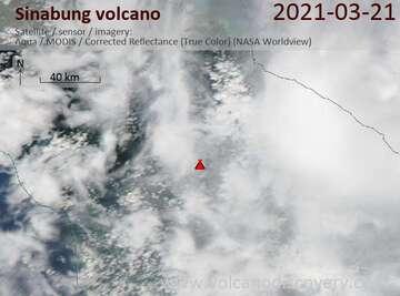 Imagen satelital del volcán Sinabung el 21 de marzo de 2021