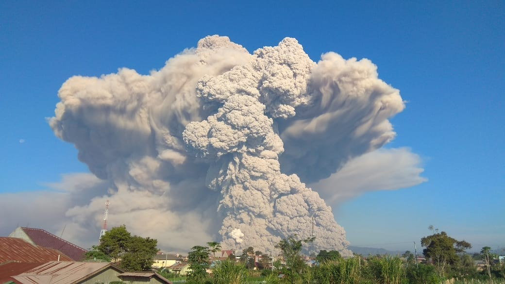 Hot avalanche and ash plume from Sinabung earlier today (image: VSI press release)