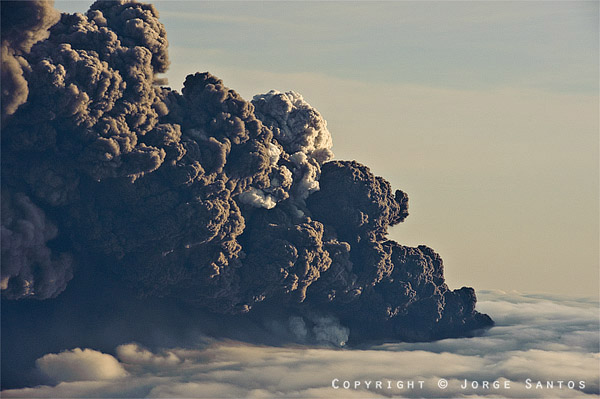 Eruption over the Eyjafjallajökull volcano producing large ash clouds (photo: J Santos, 14 April 2010)