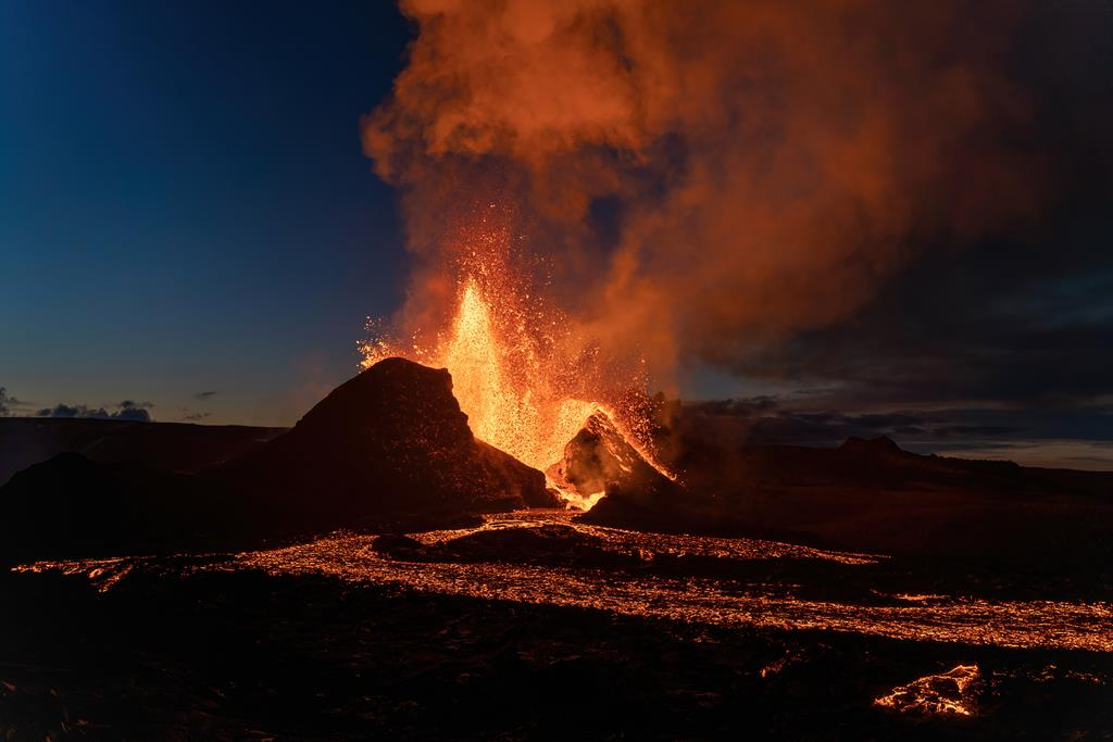 Lava fountain from the central vent last weekend (image: Chris Hug-Fleck)