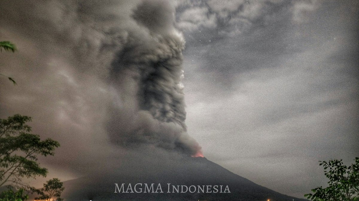 Night-time view of the eruption at Agung volcano (Magma Indonesia)