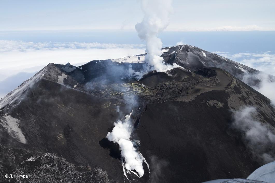 Aerial view of Alaid volcano (Image: L. Fugura / KVERT)