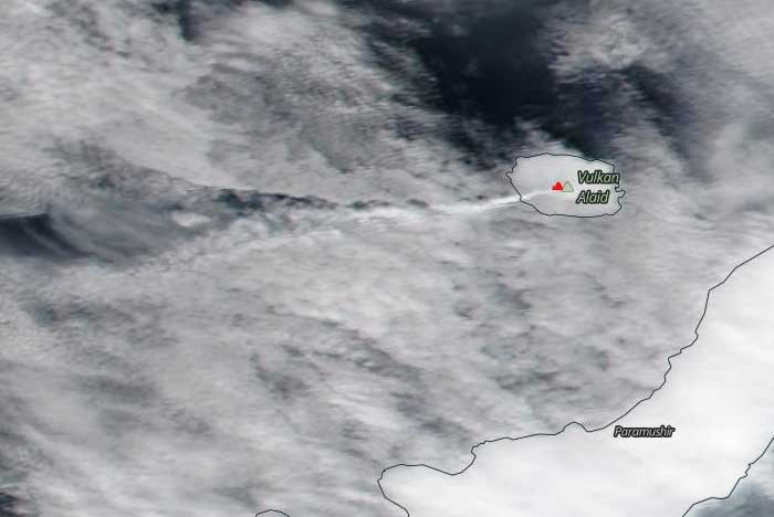 Steam plume from Alaid volcano seen on yesterday's NASA Suomi NPP satellite image