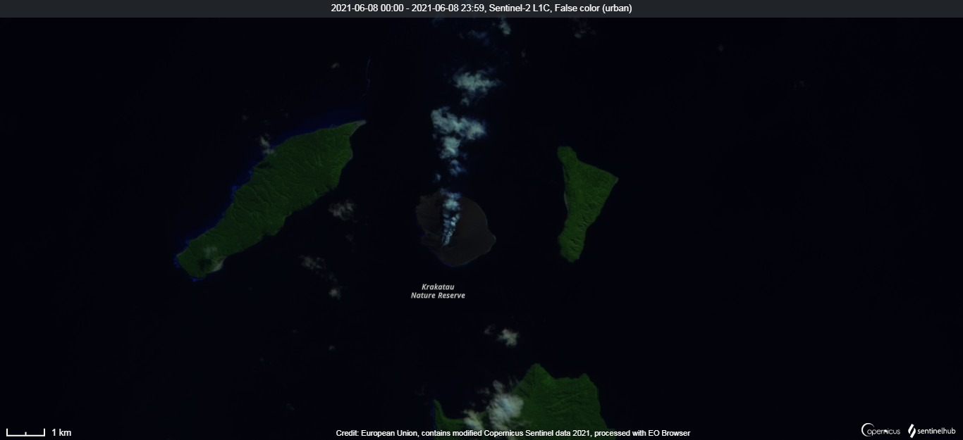 Degassing continues from Krakatau volcano as visible in the satellite image from 8 June (image: Sentinel 2)