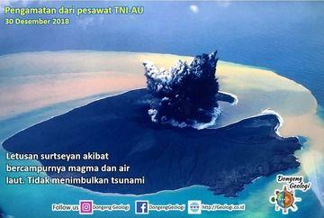 Anak Krakatau island seen 30 Dec 2018 (author unknown / Dongeng Geologi via instagram)