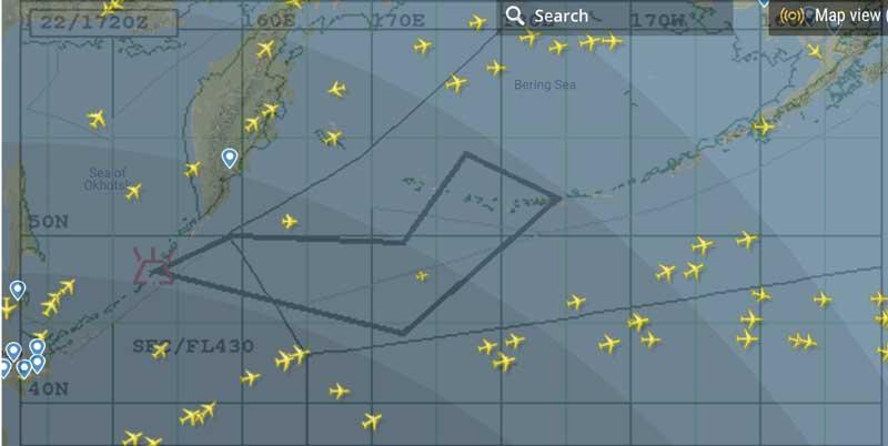 Ash plume forecast for 17:00 UTC (VAAC Tokyo) and currently flying aircraft (source: flightradar24.com) as of 14:30 UTC