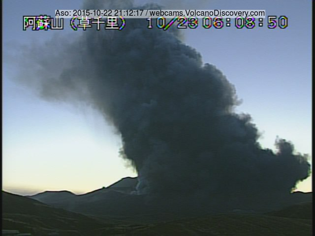Explosion at Aso volcano early on 23 Oct 2015