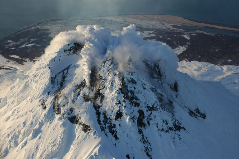 Photograph of Augustine's summit and the steaming lava dome, taken on 4 January, 2006 (Photo: USGS)