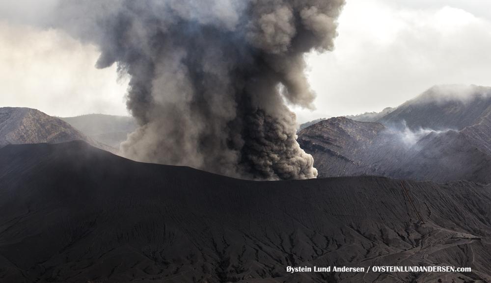 Ash-rich strombolian eruption at Bromo yesterday
