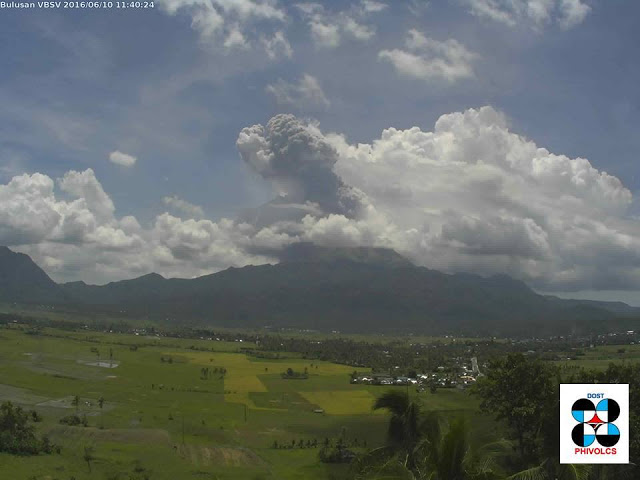 Eruption of Bulusan volcano this morning (PHILVOLCS)