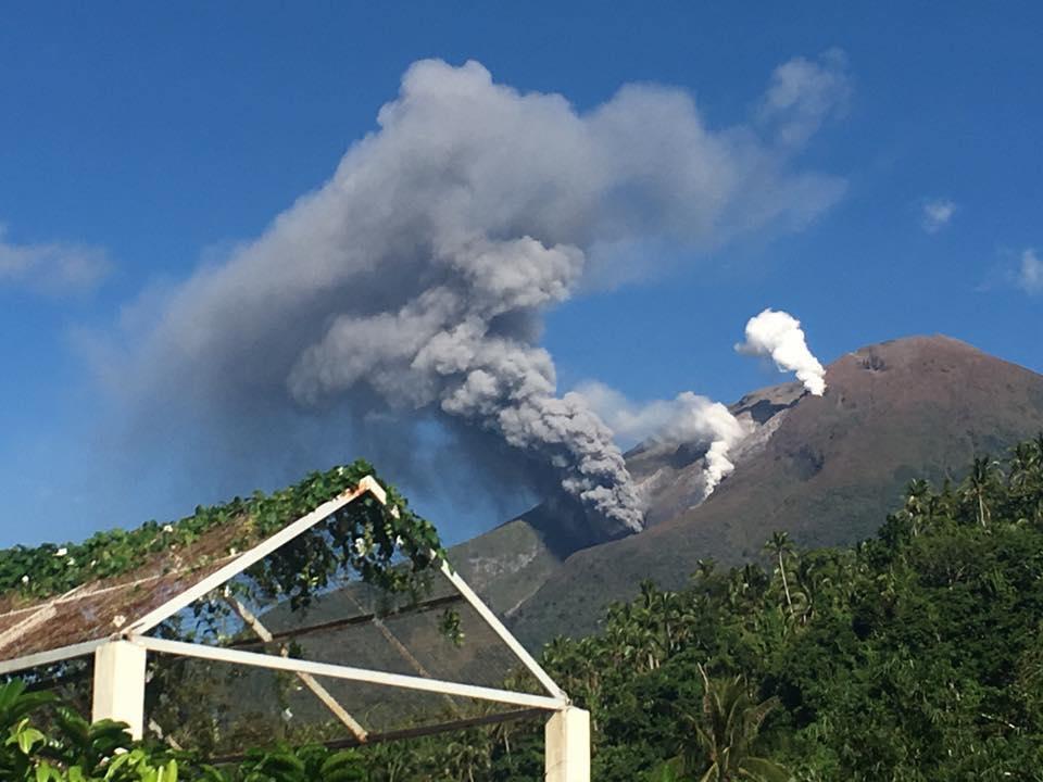 Ash emissions from Bulusan on 17 Oct 2016 (image: Drew Zuniga)