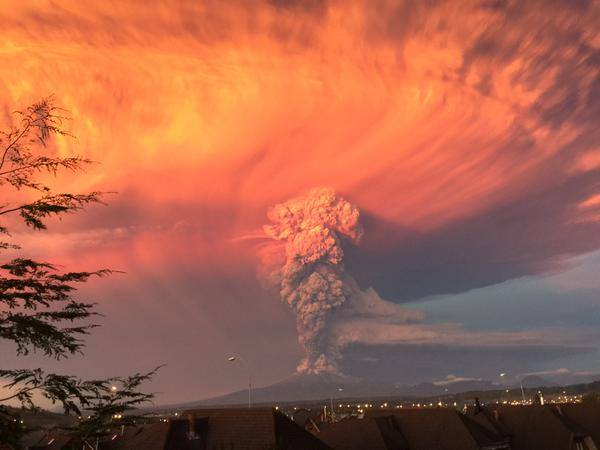 Eruption plume from Calbuco on 22 April (source: Fusion Terrestre / facebook)