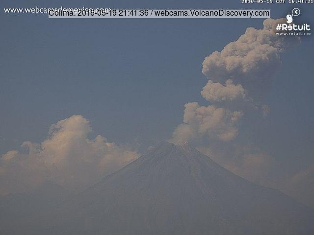 Eruption plume from Colima last evening (Webcams de Mexico)