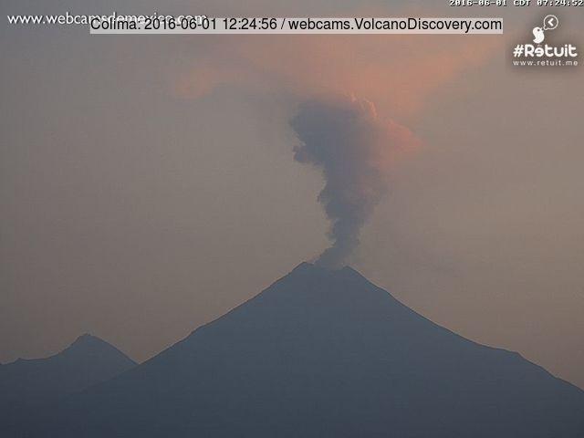 Small eruption of Colima this morning (Webcams de Mexico)