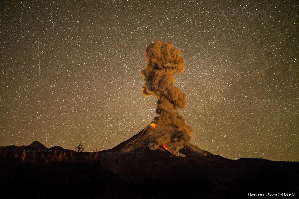 Eruption at Colima volcano this morning (photo: Hernando Rivera)